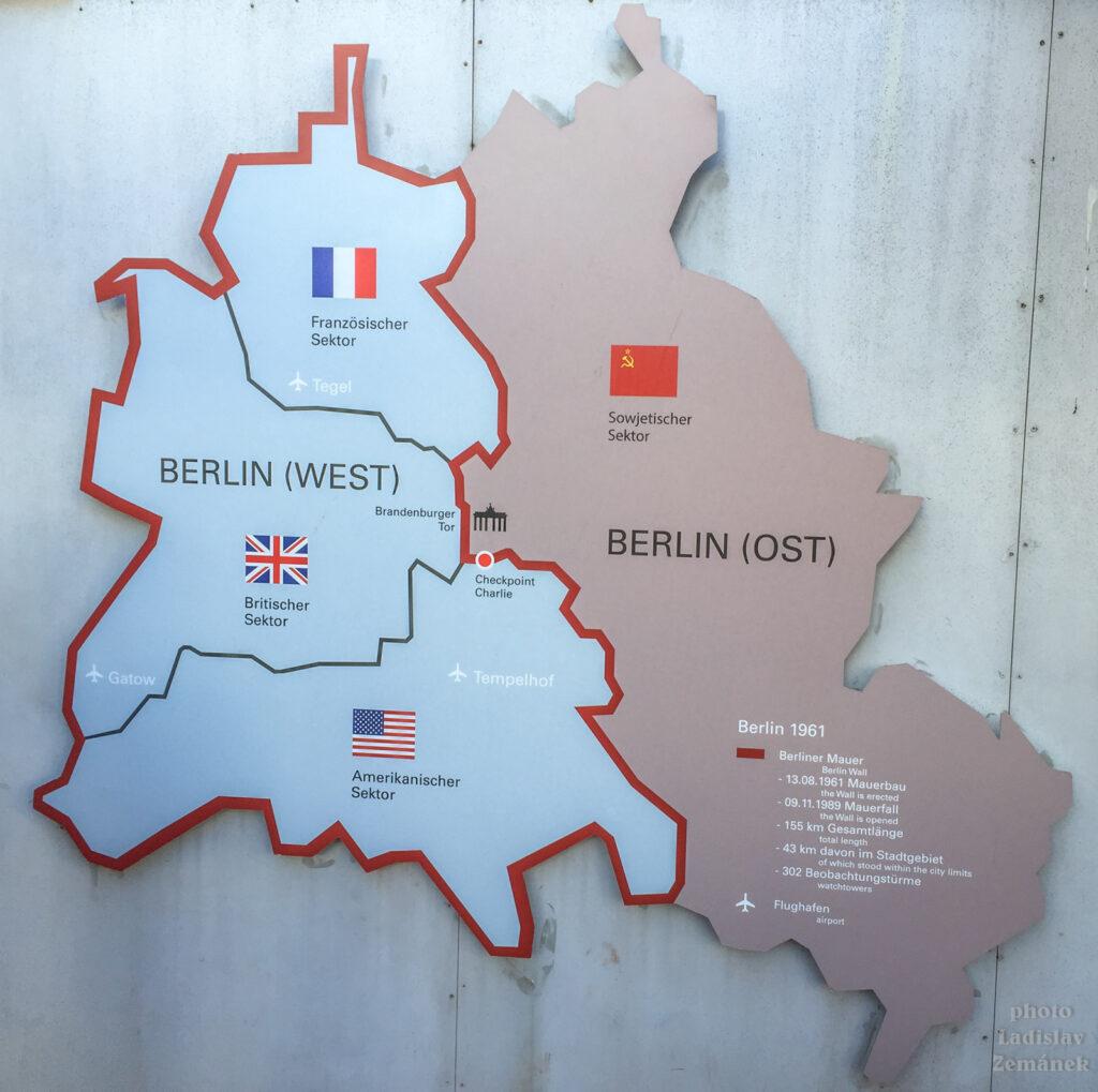 Berlínská zeď a Checkpoint Charlie v čase - venkovní výstava z roku 2015