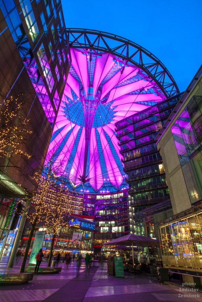 Postupimské náměstí a moderní architektura - Sony centrum