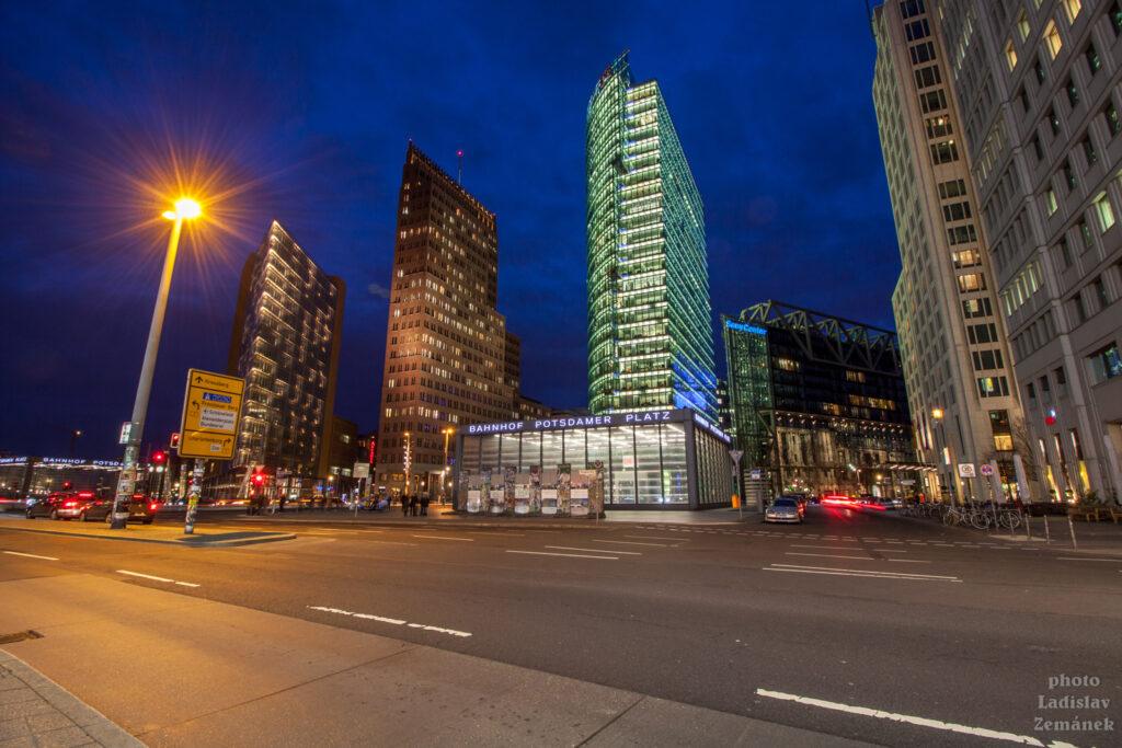 Postupimské náměstí a moderní architektura
