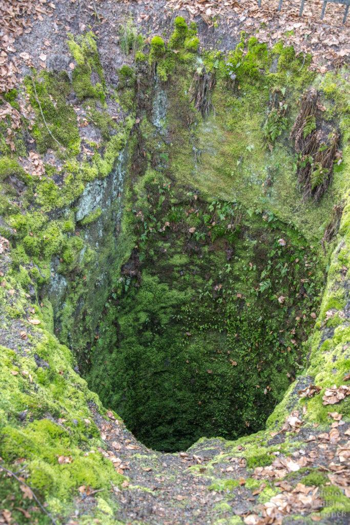 skalní hrad Vranov - Pantheon - studna