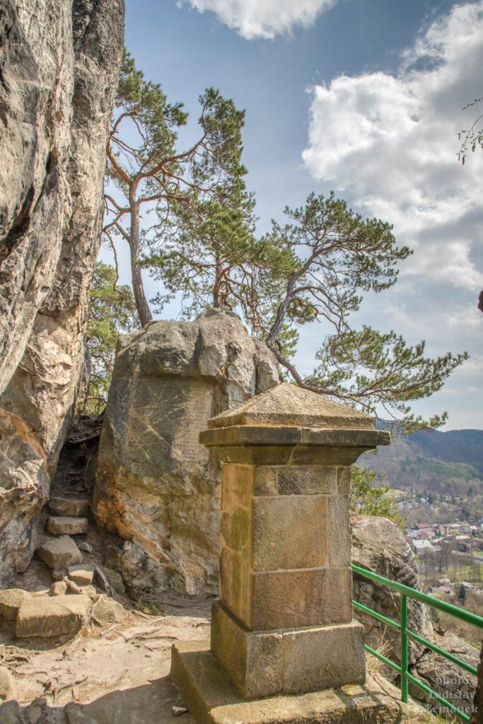 Český ráj - skalní hrad Vranov - Pantheon - pomník Karla IV.
