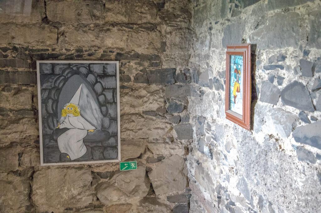 hrad hazmburk - bílá věž - interiér