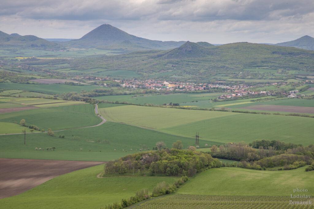 hrad hazmburk - výhled na české středohoří