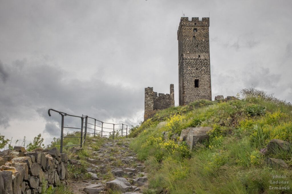 hrad hazmburk - bílá věž