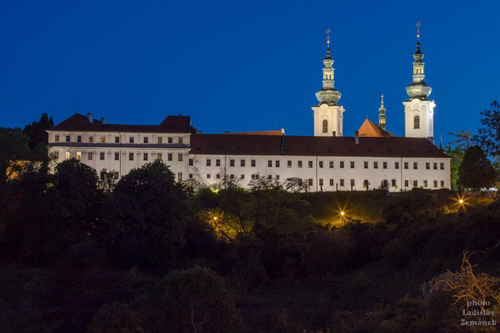večerní Strahovský klášter