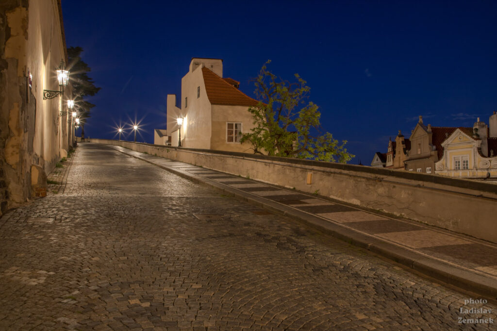 ulice Ke Hradu - bez lidí
