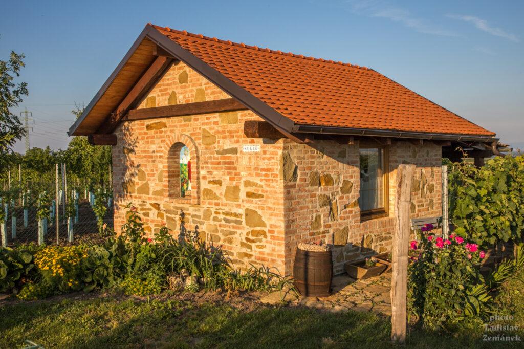 Svatobořice-Mistřín - domek ve vinohradu