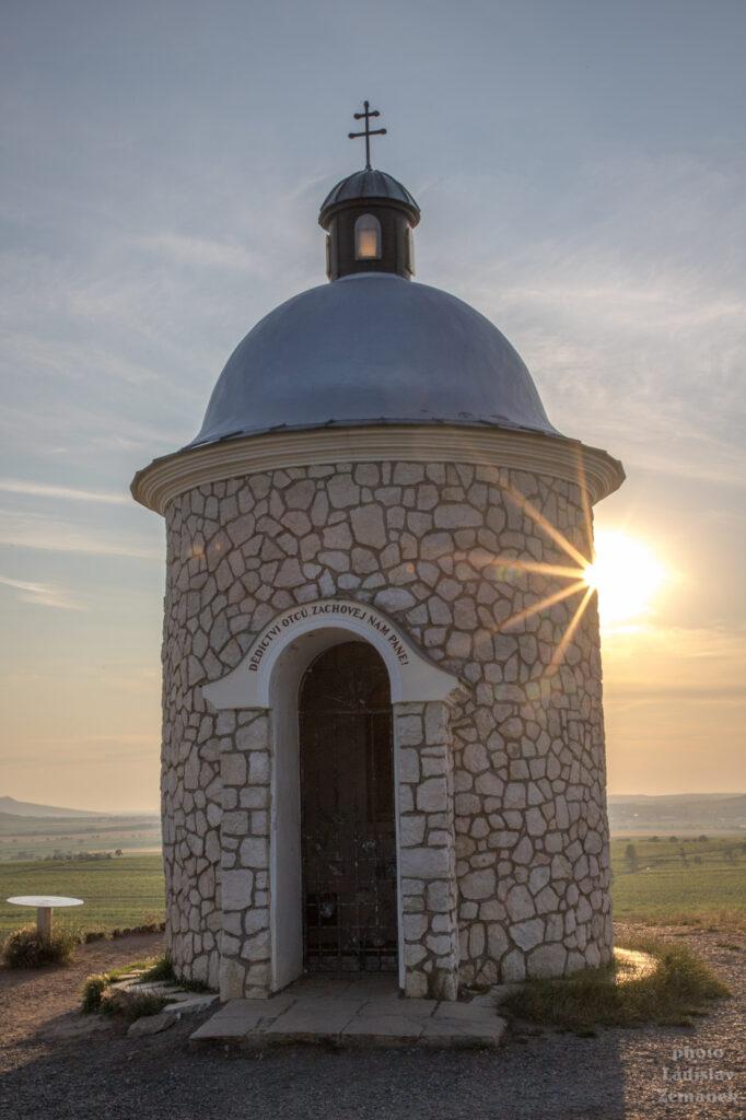 Hradištěk - Kaple sv. Cyrila a Metoděje, Václava a Urbana - západ slunce