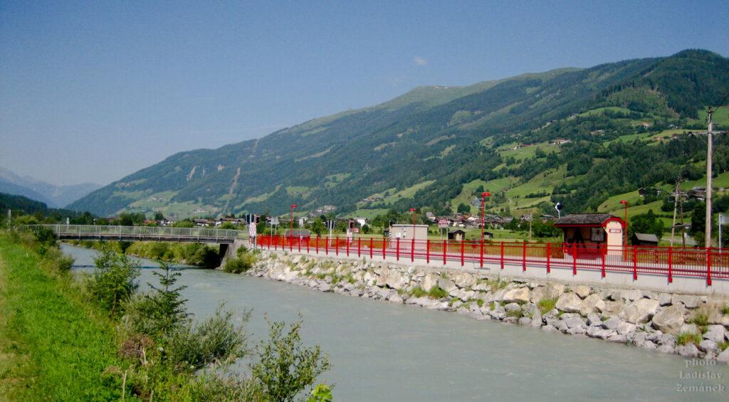 Tauernská cyklostezka - po povodni obnovená železnice