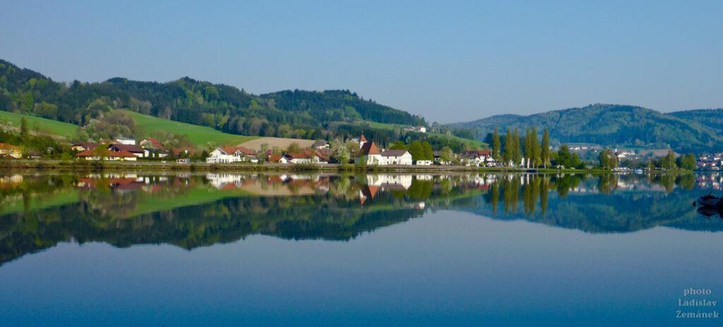ráno u klidné hladiny Dunaje