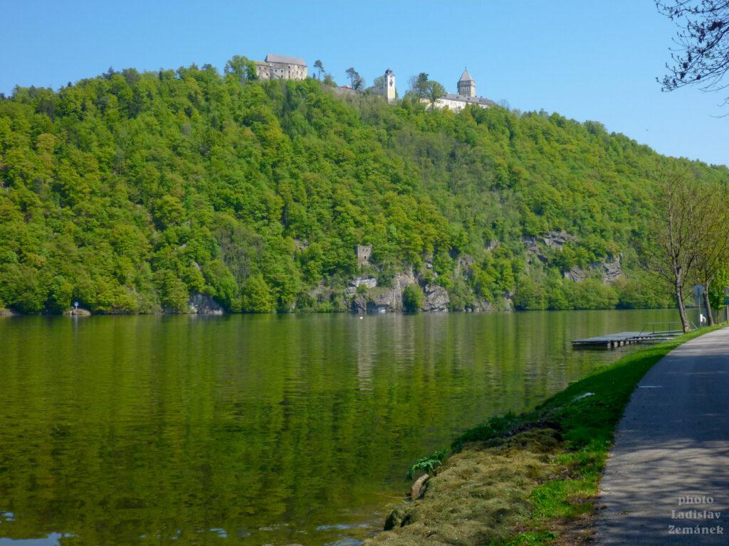 Dunaj a zámek Neuhaus