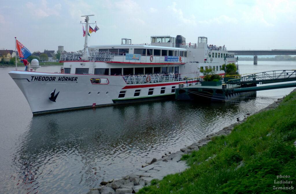 Aschach - kotvící loď