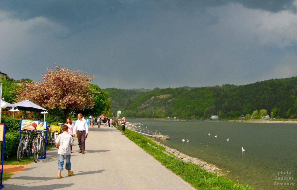 Aschach - nábřeží Dunaje před deštěm