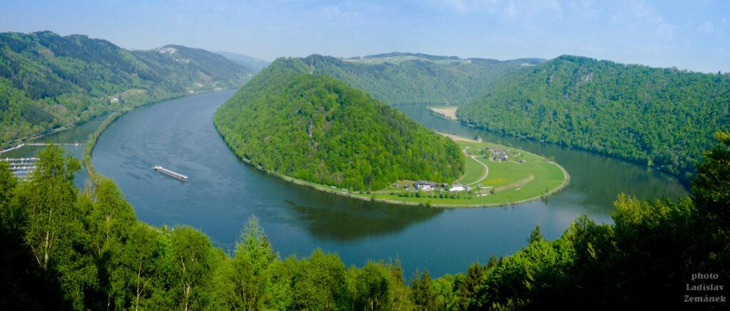 Meandr Dunaje - esíčko - výhled z Schlögener Blick