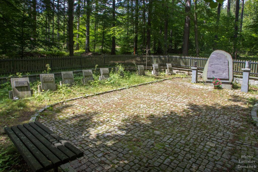 Lesní hřbitov Rudohoří