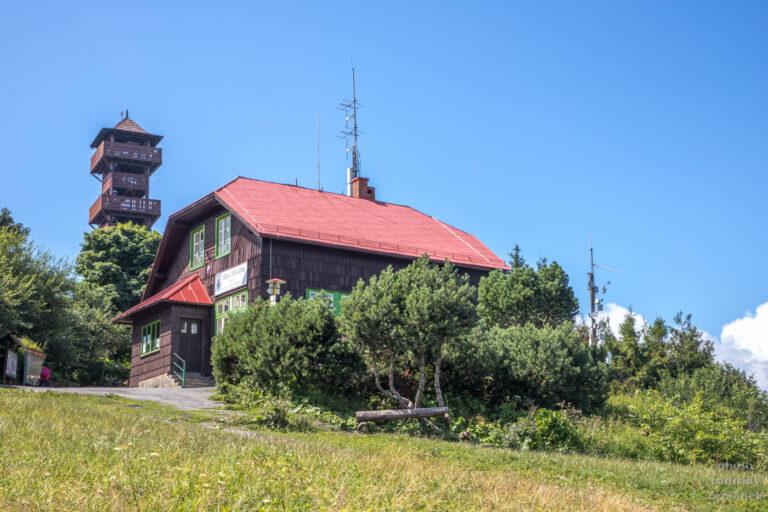 Velký Javorník - turistická chata a rozhledna