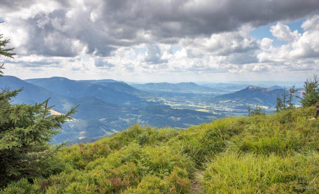 lesní cesta - na žluté značce pod Lysou horou