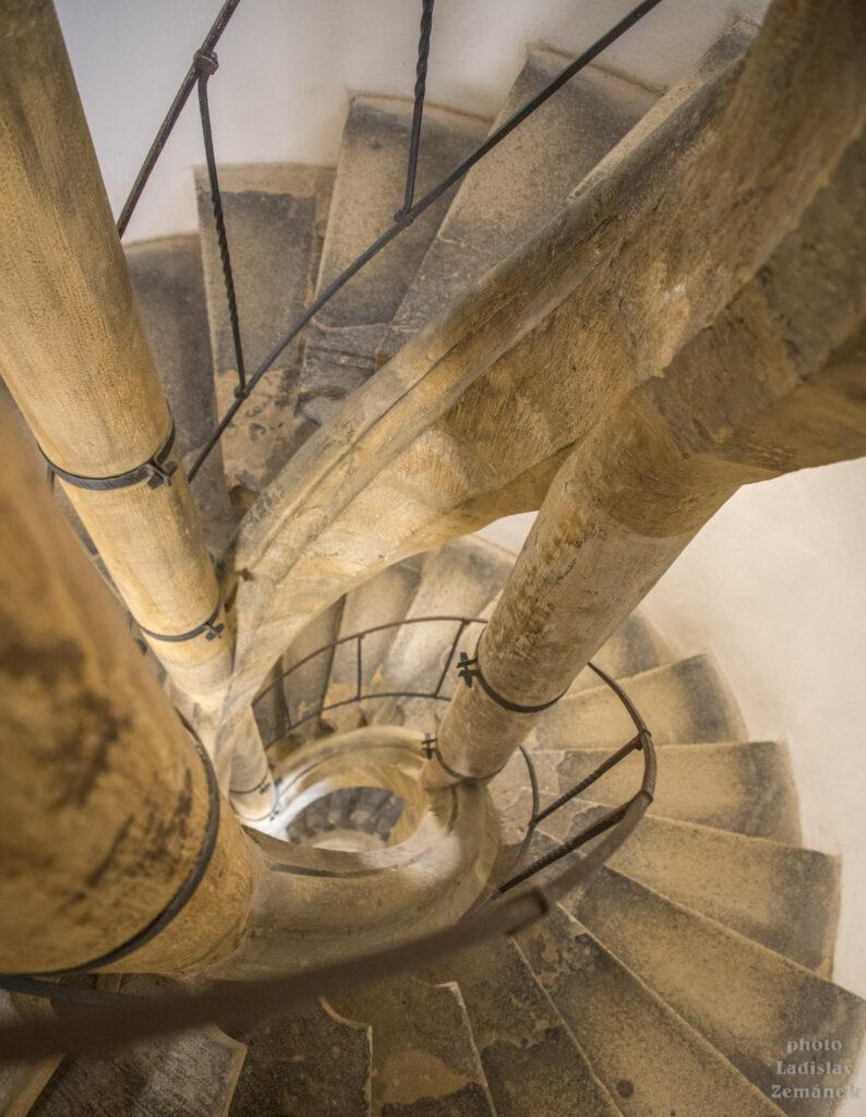Svatomořická věž a její schodiště