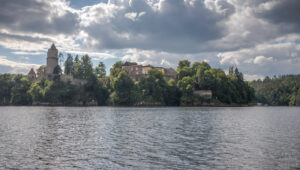 přehrada Orlík a zřícenina hradu Zvíkov