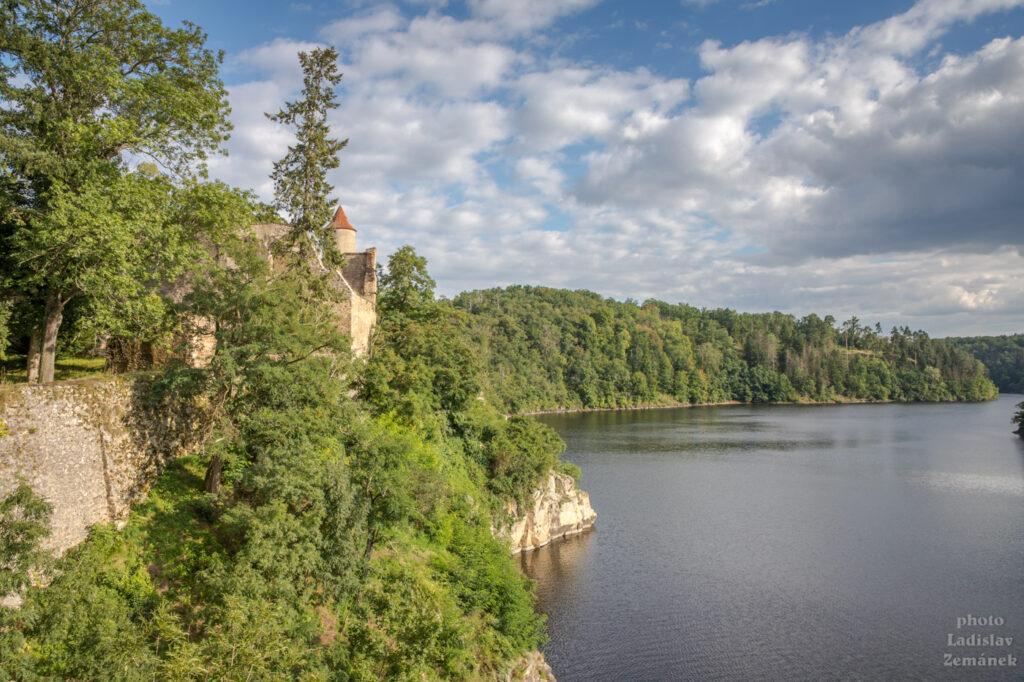 Hrad Zvíkov a přehrada Orlík