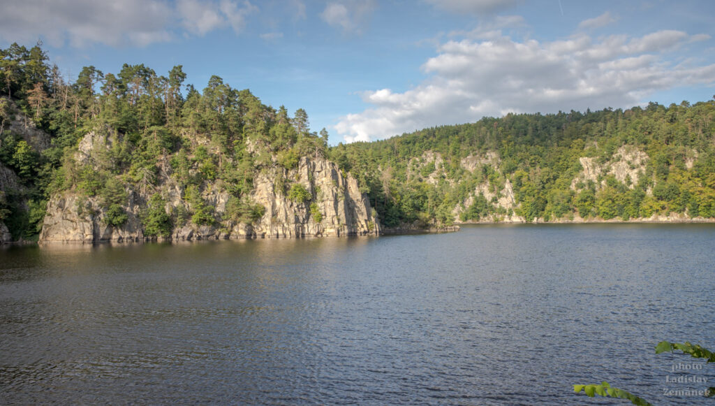 Orlická přehrada od hradu Zvíkov