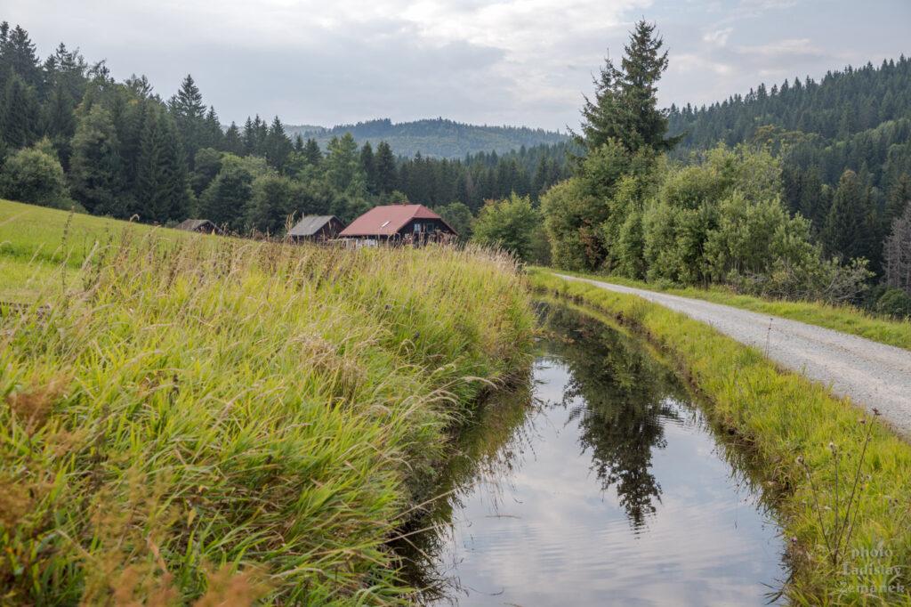 Schwarzenberský kanál kus za rakouskou hranicí