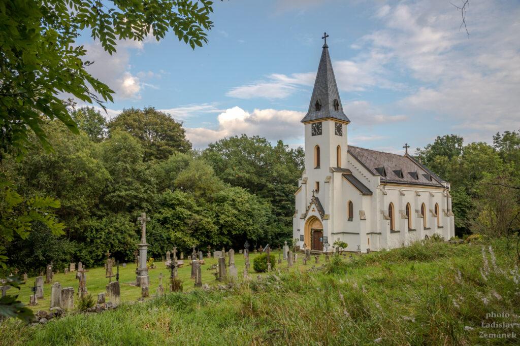 Kostel a hřbitov - bývalá Zadní Zvonková