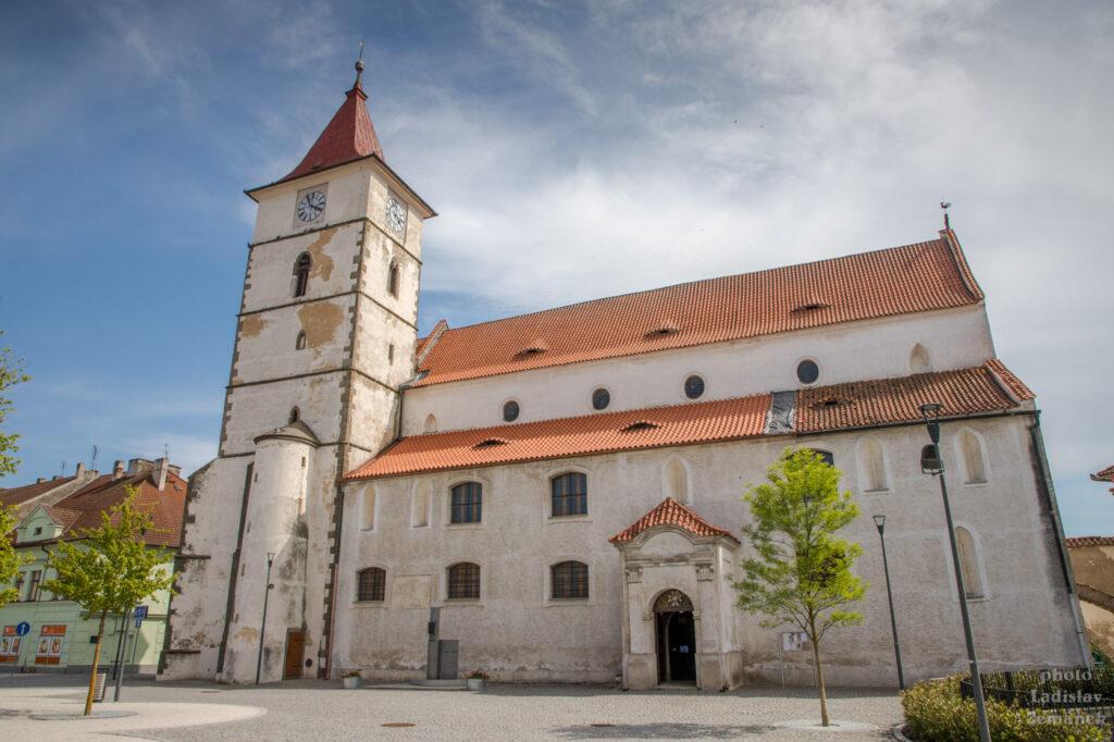 Mírové náměstí - Kostel sv. Petra a Pavla