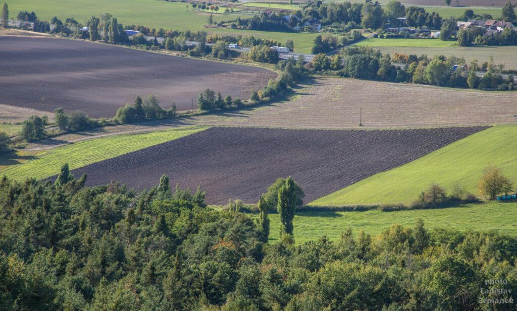 Drábské světničky - výhled na pole