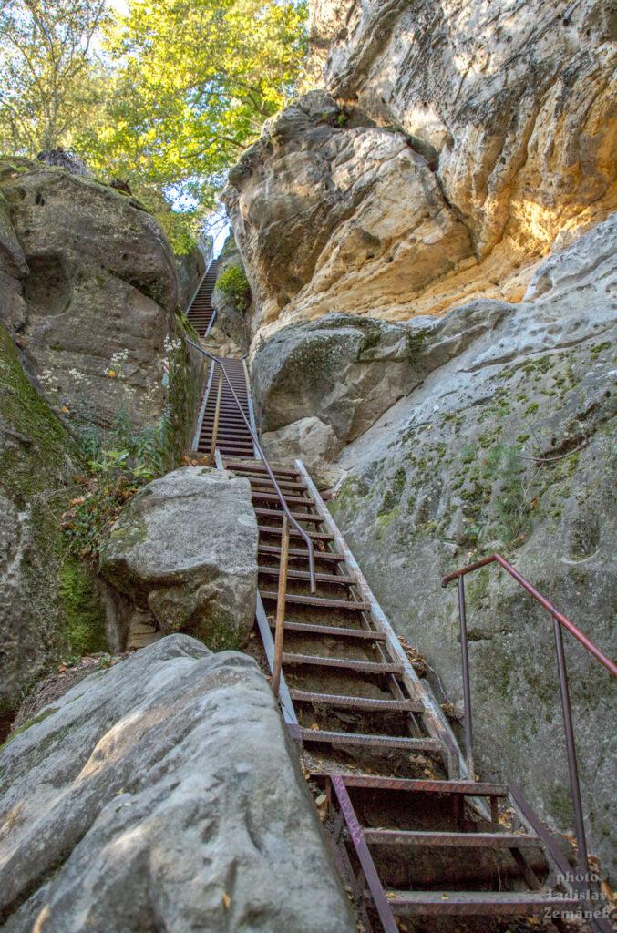 železné schody na Staré Hrady